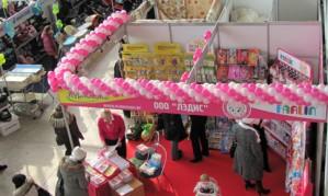 Оформляем стенд на выставке воздушными шарами[150]