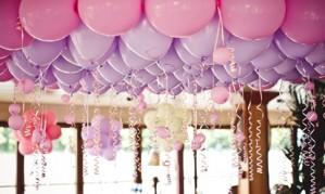 Вручаем подарок с воздушными шарами[150]