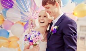 Свадебная фотосессия с воздушными шарами[150]